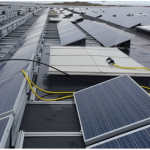 Prueba de estanqueidad en cubierta con paneles solares, por aspersión.